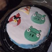 Pastel con figura angry birds